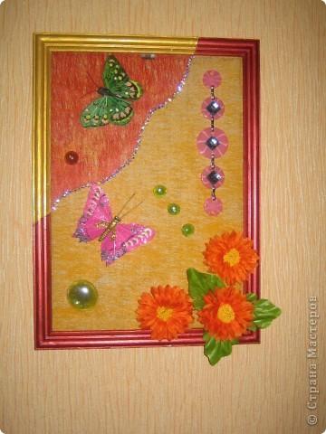 Оцените мое творение.  Это моя первая картина.  Это искусственные цветы. Клеила на флизелин (цветной). + стеклянные капельки. размер 30 х 45 фото 3