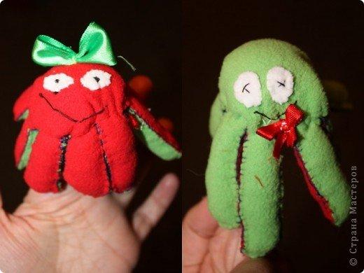 Помните мультик про осьминожков которые меняли цвета? Так вот это они =)   На фото первая пробная версия. Не очень удачная. Потом поняла как делать правильно. Но улучшенный вариант был подарен и не сфотографирован. фото 2
