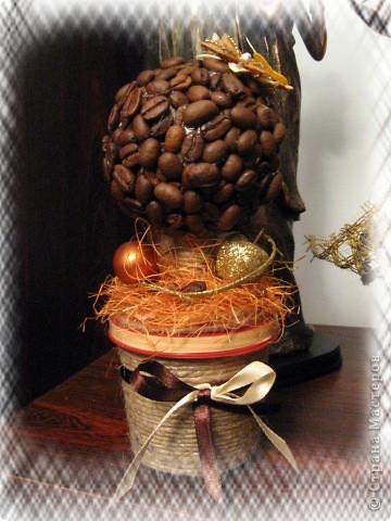 """Чашечка кофе - поднять настроение, пол шоколадки - заесть невезение. Этот проверенный вкус горько-сладкий словно мне шепчет: """"Все будет в порядке!""""    Люблю кофе. Захотела сделать кофейное деревце. Вот каким оно у меня получилось. фото 1"""