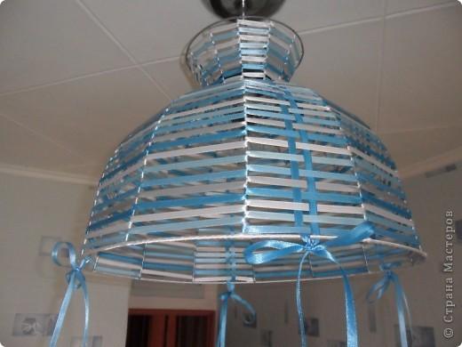Вот такой абажурчик получился из старого каркаса  для абажура и нескольких десятков метров лент.  фото 2