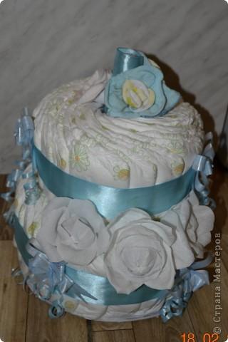подарок на выписку торт из памперсов и сладкий букет фото 2
