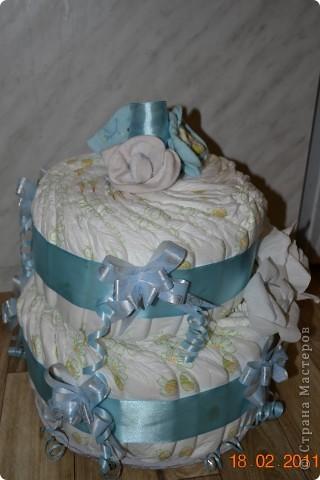 подарок на выписку торт из памперсов и сладкий букет фото 3