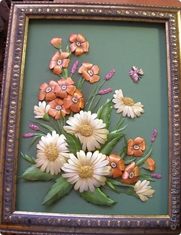 Делая ромашки для подарка к 8 марта решила показать вам поэтапно как делаются самые простые цветы из соломки с приданием полуобъема. МК для начинающих, кто еще не умеет работать с соломкой, поэтому все подробно.  фото 18