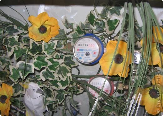 На кухне в шкафчике. Кружки занимают всю нижнюю полку. фото 5