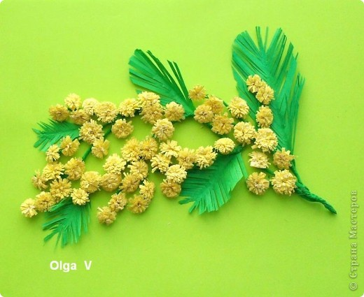 Продолжая тему салфеточных цветов, предлагаю сделать тюльпаны из обычных бумажных салфеток. Такие одноцветные и двухцветные тюльпаны можно сделать в школе с детьми для открыток, плакатов, стенгазет. Тюльпаны можно просто поставить в вазу. фото 4