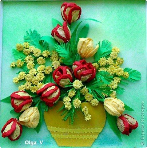 Продолжая тему салфеточных цветов, предлагаю сделать тюльпаны из обычных бумажных салфеток. Такие одноцветные и двухцветные тюльпаны можно сделать в школе с детьми для открыток, плакатов, стенгазет. Тюльпаны можно просто поставить в вазу. фото 1