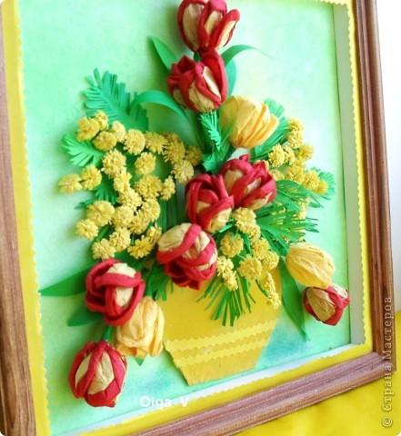 Продолжая тему салфеточных цветов, предлагаю сделать тюльпаны из обычных бумажных салфеток. Такие одноцветные и двухцветные тюльпаны можно сделать в школе с детьми для открыток, плакатов, стенгазет. Тюльпаны можно просто поставить в вазу. фото 2
