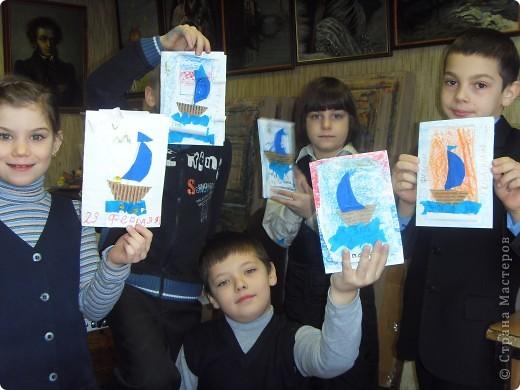 Скоро  23 февраля.  Мои  ребята  очень  былы взволнованы тем, что мы папам не сделали открытки.. До конца урока остался 1 час и мы стали быстро на скорую руку мастерить.   фото 2