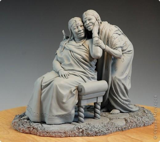 Недавно, шарясь в инете, я наткнулась на скульптуры Марка Ньюмана (Mark Newman), от которых я просто не могла оторвать глаз. Стала искать информацию и ,конечно, захотелось поделиться с кем-то такой красотой. Может быть кому-то в Стране покажется интересными работы этого художника. Немного информации о самом скульпторе: Марк Ньюман родился в Окланде, США, в июне 1962-го года. Художник профессионально занимается скульптурой уже более 19 лет.  А повлияли на его творчество такие мастера как Жан Лорензо Бернини, Микеланджело, Альфонсе Муча и многие другие. Весьма и весьма благотворно повлияли, ведь теперь у Марка есть собственная студия, гордо носящая имя художника: Mark Newman Sculpture Inc. Работая над скульптурами, Марк Ньюман всегда старается выкладываться по полной, и от этого он получает огромное удовольствие. Марк надеется, что таким образом он вдохновит и других художников, и обычных зрителей, созерцающих его работы. Начинающим художникам он советует: побольше практиковаться, побольше рисовать, наблюдать за окружающим миром и исследовать его формы, ведь все, чему надо учиться – все это вокруг нас. Приятного всем просмотра и вдохновения!  фото 6