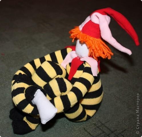 Вот тут( http://stranamasterov.ru/node/89726?tid=1054 ) увидела идею шитья куклы из гетра.  фото 2