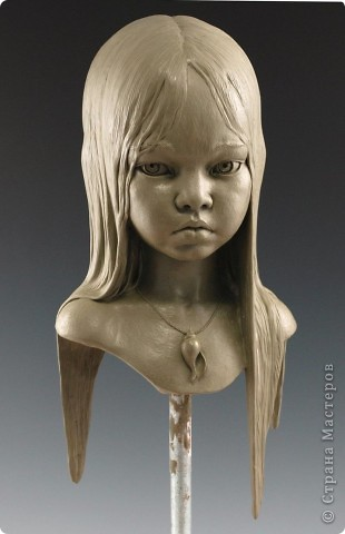 Недавно, шарясь в инете, я наткнулась на скульптуры Марка Ньюмана (Mark Newman), от которых я просто не могла оторвать глаз. Стала искать информацию и ,конечно, захотелось поделиться с кем-то такой красотой. Может быть кому-то в Стране покажется интересными работы этого художника. Немного информации о самом скульпторе: Марк Ньюман родился в Окланде, США, в июне 1962-го года. Художник профессионально занимается скульптурой уже более 19 лет.  А повлияли на его творчество такие мастера как Жан Лорензо Бернини, Микеланджело, Альфонсе Муча и многие другие. Весьма и весьма благотворно повлияли, ведь теперь у Марка есть собственная студия, гордо носящая имя художника: Mark Newman Sculpture Inc. Работая над скульптурами, Марк Ньюман всегда старается выкладываться по полной, и от этого он получает огромное удовольствие. Марк надеется, что таким образом он вдохновит и других художников, и обычных зрителей, созерцающих его работы. Начинающим художникам он советует: побольше практиковаться, побольше рисовать, наблюдать за окружающим миром и исследовать его формы, ведь все, чему надо учиться – все это вокруг нас. Приятного всем просмотра и вдохновения!  фото 12