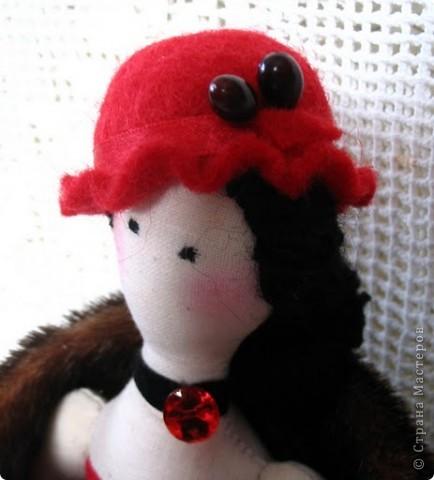 Подарок подруге на ДР, которая увлекается валянием и эту шляпку сама сваляла .Надеюсь, что и башмачки девушке сделает. фото 3