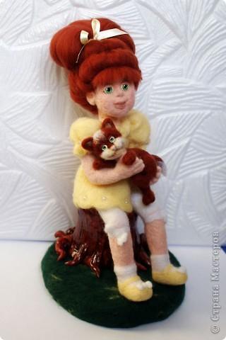 Вот я и закончила валять Машеньку))). Моя первая куколка из шерсти. Надеюсь Вам она понравится) фото 2