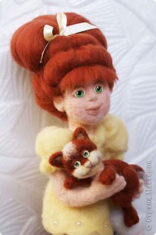 Вот я и закончила валять Машеньку))). Моя первая куколка из шерсти. Надеюсь Вам она понравится) фото 1