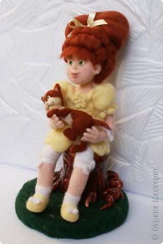 Вот я и закончила валять Машеньку))). Моя первая куколка из шерсти. Надеюсь Вам она понравится) фото 3