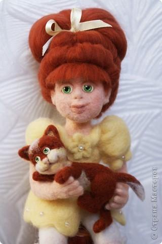 Вот я и закончила валять Машеньку))). Моя первая куколка из шерсти. Надеюсь Вам она понравится) фото 5