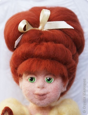 Вот я и закончила валять Машеньку))). Моя первая куколка из шерсти. Надеюсь Вам она понравится) фото 4