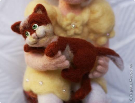 Вот я и закончила валять Машеньку))). Моя первая куколка из шерсти. Надеюсь Вам она понравится) фото 6