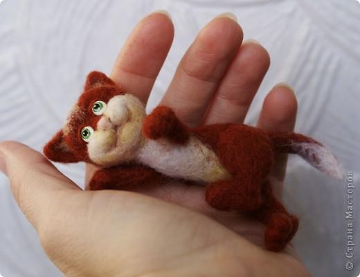 Вот я и закончила валять Машеньку))). Моя первая куколка из шерсти. Надеюсь Вам она понравится) фото 10