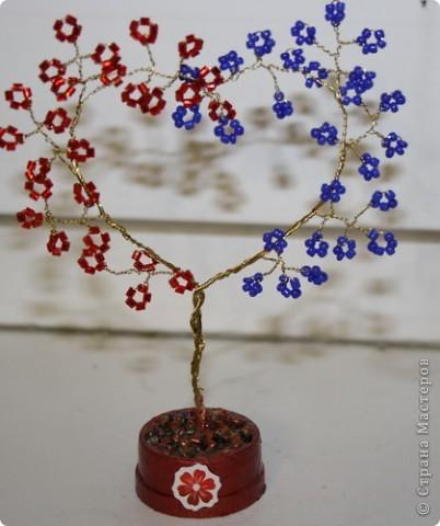 У очень многих Мастериц видела такое деревце, у меня как всегда в уменьшенном варианте, в облегчённом:),  всем им большое СПАСИБО!
