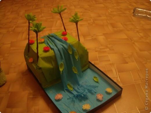 """Наш папа прозрачно намекнул, что хотел бы на 23 февраля картину с водопадом. Но Настя (старшая дочка) предложила сделать """"большой водопад""""... и вот что получилось... фото 2"""