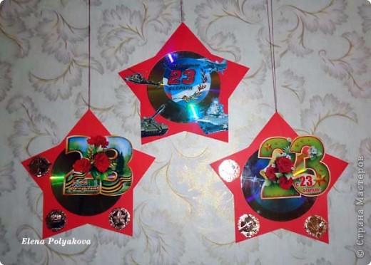 Вооружившись идеей Елены Золотайки  http://stranamasterov.ru/node/147893 мы с сыном сделали вот такие звезды в подарок своим любимым и родным защитникам!