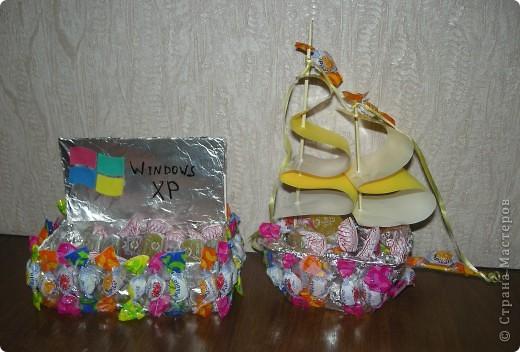 Конфетный ноутбук для мужа и кораблик для сына. Не очень похоже, не очень качественно, но ребятам понравилось! фото 1