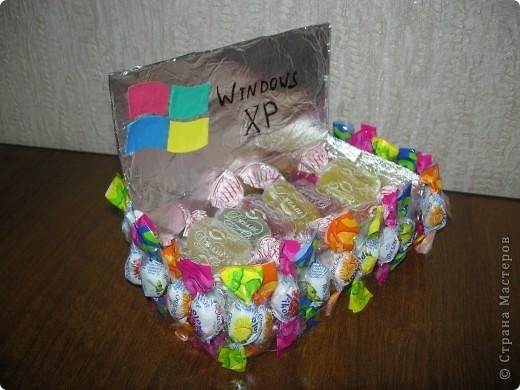 Конфетный ноутбук для мужа и кораблик для сына. Не очень похоже, не очень качественно, но ребятам понравилось! фото 3