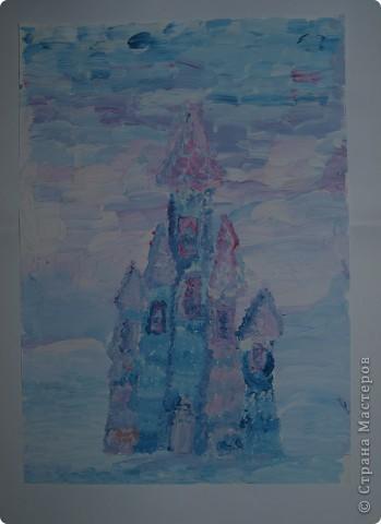 Очень морозно у нас последнее время.Предложила своим художницам выполнить для снежной Королеве дворец-замок, чтобы смягчить её морозный гнев. Это творение со стражей Сашеньки Братановой (5,5л) фото 3