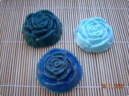"""набор """"Розы"""" мыло-пилинг с голубой глиной,мыло-скраб с маком и бомбочка для ванны. аромат черной смородины и можжевельника. фото 1"""
