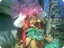 Синтепон обтягивается капроновыми калготками, прошивается лицо куклы, формируя детали лица.У меня это пугало. фото 4