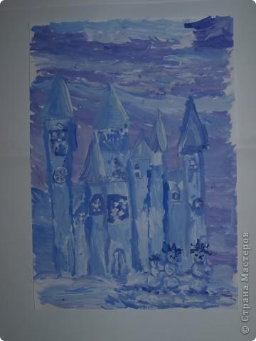 Очень морозно у нас последнее время.Предложила своим художницам выполнить для снежной Королеве дворец-замок, чтобы смягчить её морозный гнев. Это творение со стражей Сашеньки Братановой (5,5л) фото 1
