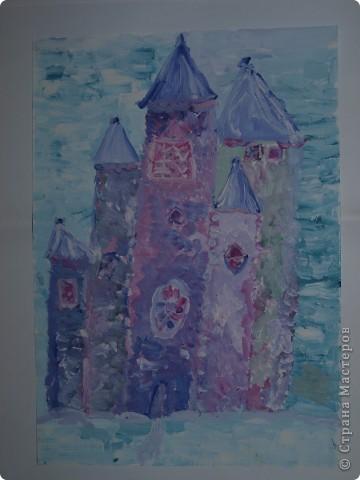 Очень морозно у нас последнее время.Предложила своим художницам выполнить для снежной Королеве дворец-замок, чтобы смягчить её морозный гнев. Это творение со стражей Сашеньки Братановой (5,5л) фото 2