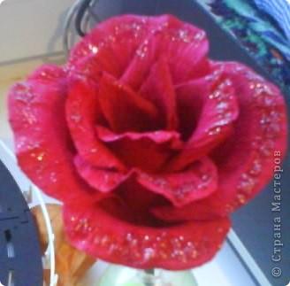 Роза из гофрированной бумаги. фото 4