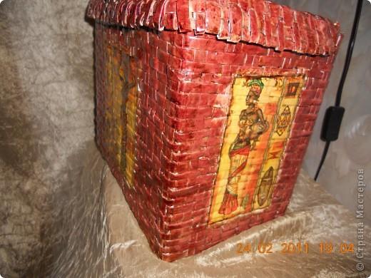 Моя вторая плетеная корзинка в африканских мотивах.Вид спереди. фото 3