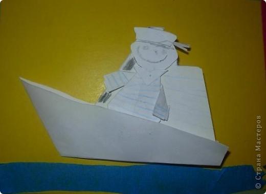 С детьми подготовительной группы сделали для пап пароходы, парусники с моряками.  фото 4