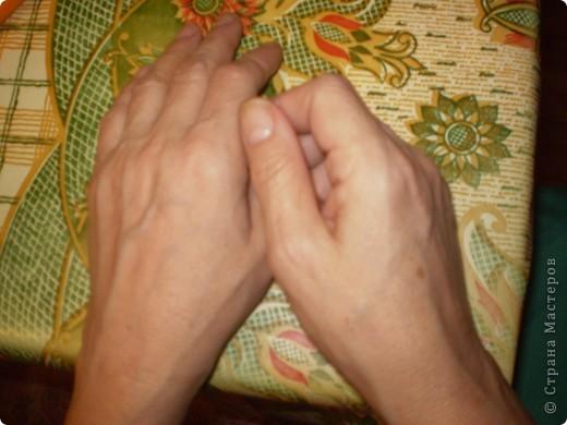 Раньше много занималась рукоделием. Потом какое-то время руки ничего тяжелее мышки не держали. Сейчас  хочу вплотную заняться поделками, но руки начали безбожно болеть. Покрутила трубочек и на следующий день кружку в руках не удержать. Силы никакой в руках не осталось.  Помогите советом, кто-то, может быть, знает какие-то упражнения или процедуры, чтобы вернуть силу рукам. Буду безмерно благодарна.