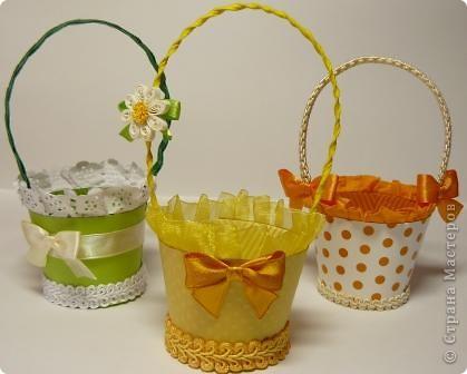В корзиночки  можно  положить любой подарок, поставить цветы (если вставить в нее пластиковый стаканчик), можно подарит в ней пасхальное яичко и даже преподнести в ней сладкий десерт. Идея от сюда http://luntiki.ru/blog/podelki/665.html фото 1