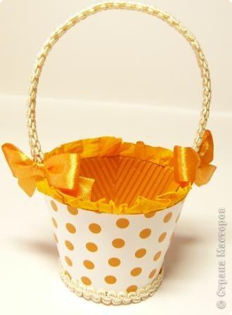 В корзиночки  можно  положить любой подарок, поставить цветы (если вставить в нее пластиковый стаканчик), можно подарит в ней пасхальное яичко и даже преподнести в ней сладкий десерт. Идея от сюда http://luntiki.ru/blog/podelki/665.html фото 4