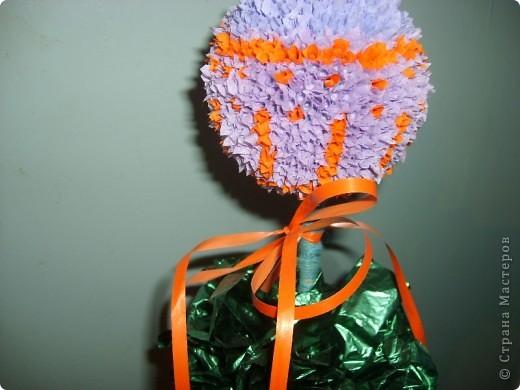 """Пустовала ваза на кухне без цветов (не всегда могут наши мужчины заполнить пустующие вазы свежими цветами), да и решила я сделать искусственный цветочек - яркий и забавный. Да понравились мне """"деревья"""" в технике торцевания, которые тут наши мастера делали))) фото 2"""