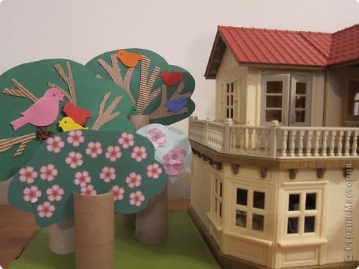 Вот такой сад дочка сделала для своего игрушечного домика!Деревья весной..