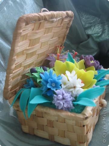 Когда увидела корзину с цветами, которую сделала Kukuscechka http://stranamasterov.ru/node/108749?c=favorite , очень захотелось сделать что-то похожее.Рождалась моя корзиночка долго и вот наконец-то: фото 2