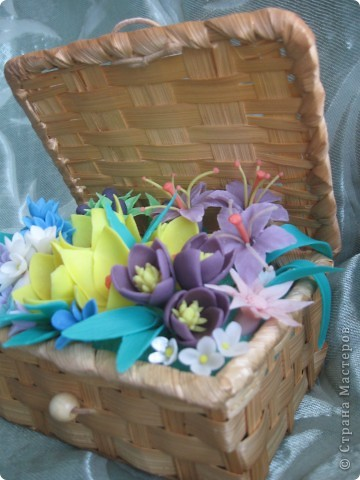 Когда увидела корзину с цветами, которую сделала Kukuscechka http://stranamasterov.ru/node/108749?c=favorite , очень захотелось сделать что-то похожее.Рождалась моя корзиночка долго и вот наконец-то: фото 3