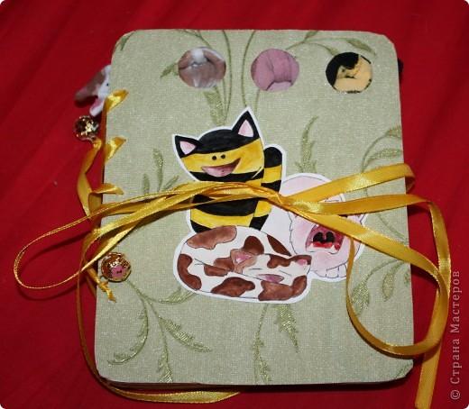Книжка с пальчиковыми игрушками. Вот можно целиком посмотреть: https://picasaweb.google.com/rinswindl/GoHNPK#5577588320355790402  фото 1
