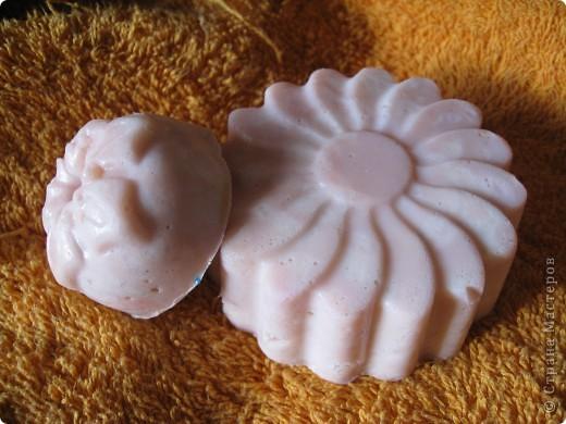 Итак, закончилась у меня мыльная основа. УВЫ!  Но....Варим из детского мыла. Похожа на колбаску копченую!!! Но это шоколадное с ароматом соответствующим фото 8