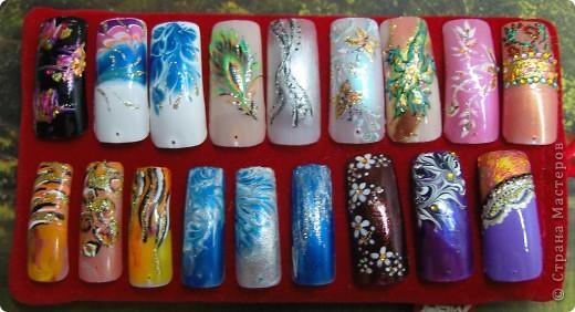 Рисунок на ногтях.Использую разные техники и материалы, даже перья своего попугая