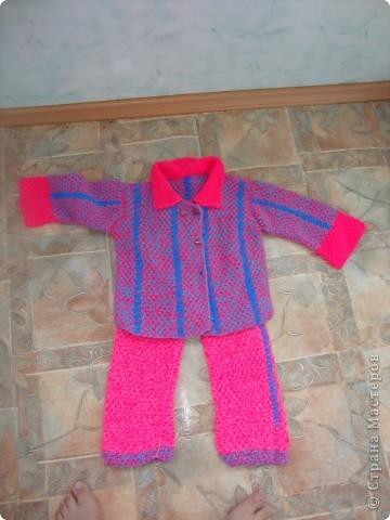 Добрый вечер. Выношу на Ваш суд новенький костюмчик для любимой дочки. :)