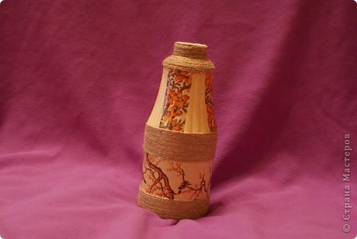 Вот такая вазочка.Думаю, палочка сухоцветов в ней будет хорошо смотреться. Намучилась с декупажной картой, это не салфетки на бутылки клеить!