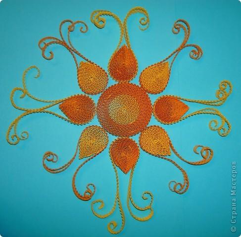 Вот такое солнышко я сделала из гофрированных полос. Оно мне очень понравилось! Попробуйте и вы, сделать такое кружевное лучистое солнышко! фото 1