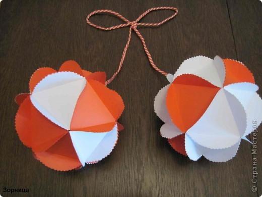 Я сделала шарики-мартеници. Бумажный шар я смотрела в блоге мамаСаша из страна Мастеров. Спасибо за идею.  фото 2